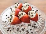 valentines day, cannoli stuffed strawberries - www.thinkelysian.com