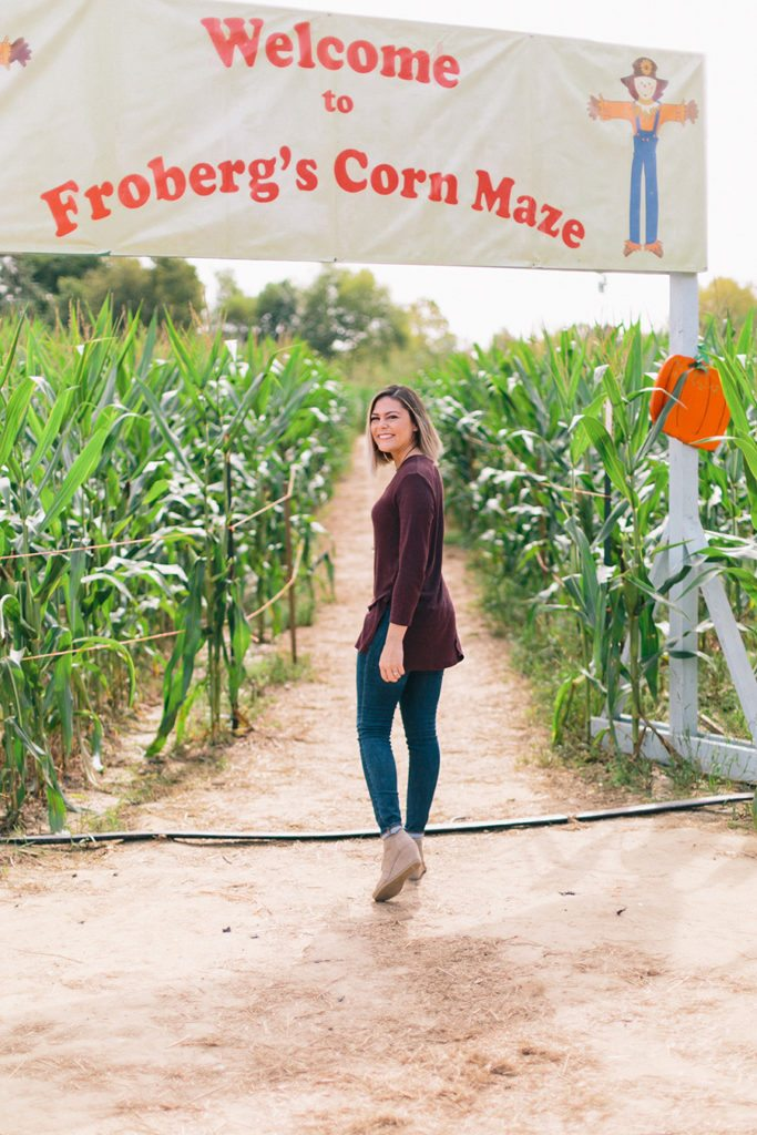 Fall fashion: maroon tunic with pendant necklace & Toms wedges // thinkelysian.com